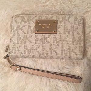 Michael Kors Vanilla multifunction phone wallet!